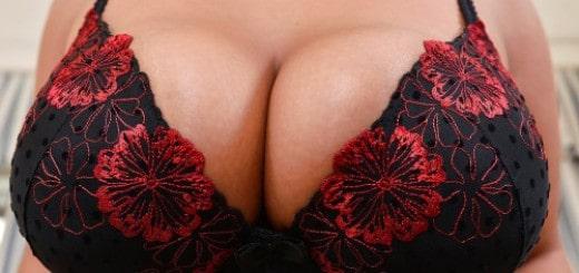 Geile Titten mit scharfen Brustwarzen